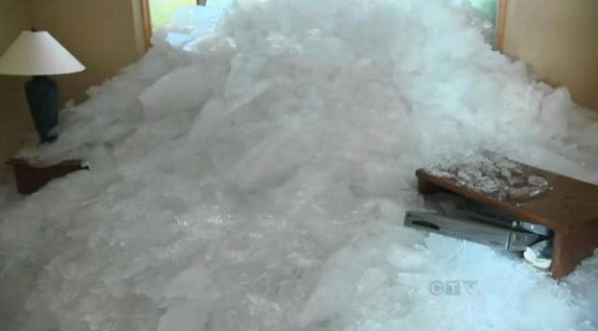 'tsunami' de hielo arrasa una veintena de casas en Canadá