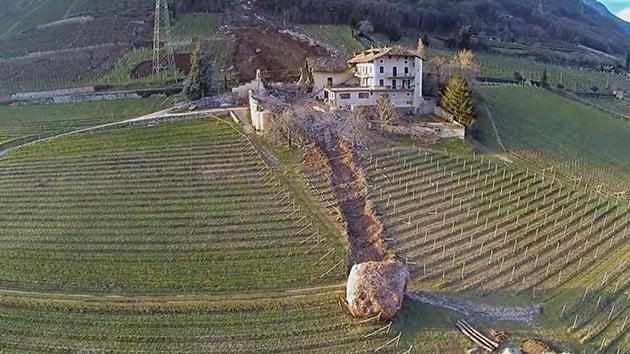 http://actualidad.rt.com/actualidad/view/118532-rocas-destruir-finca-italia