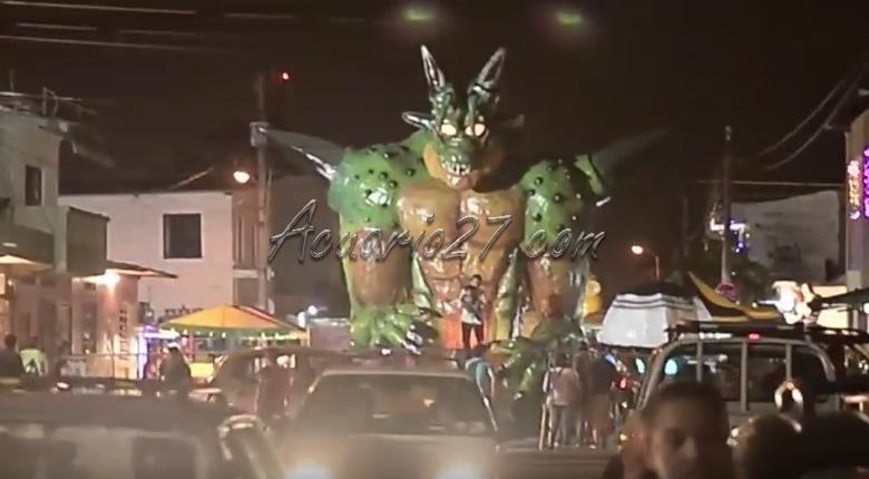 En Guayaquil, Los Monigotes Gigantes van diciendo Adios