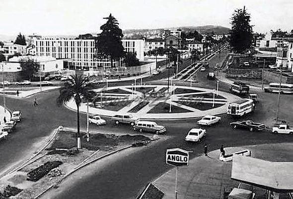 Antiguo Redondel de las Focas y atrás donde funcionaba antes la Embajada de los Estados Unidos. Recopilación: Quito