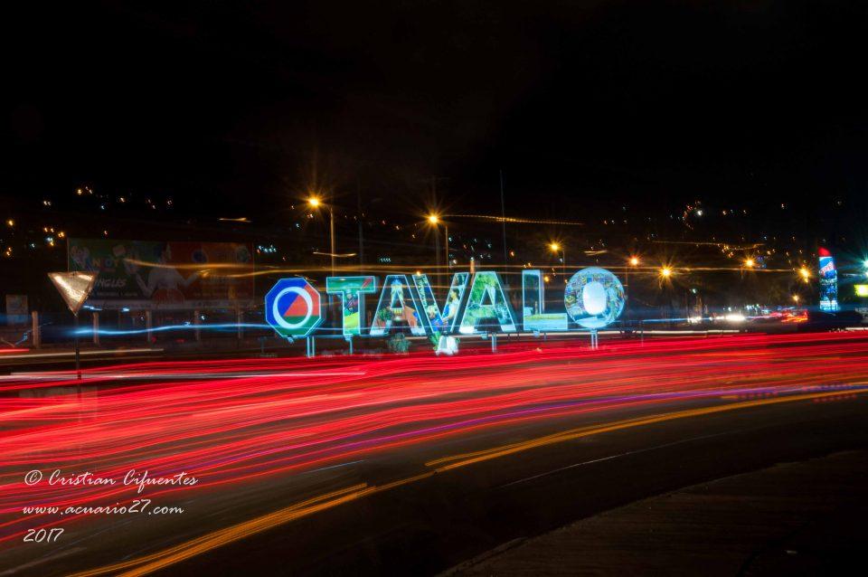 Foto Nocturna de Otavalo