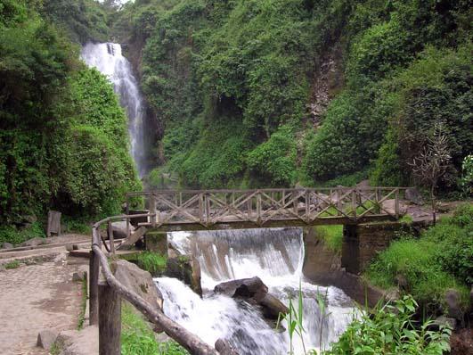 Senderos cascada de Peguche