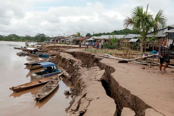 Una grieta en Yurimaguas, Perú, causada por el terremoto de ayer Guadalupe Pardo/Agence France-Presse — Getty Images