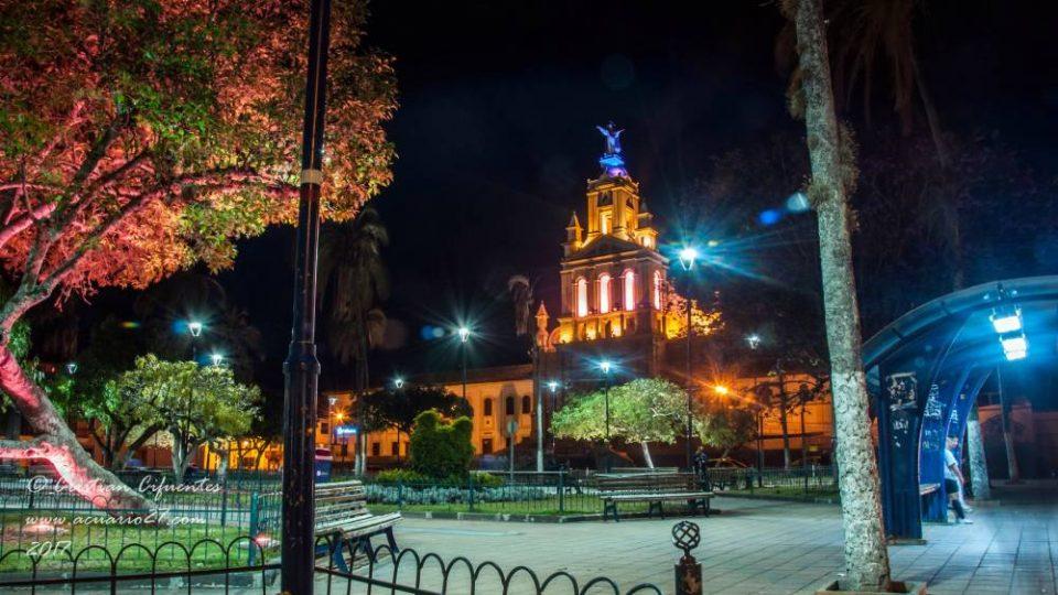 Cotacachi, Parque Abd�n Calderon, Catedral La Matriz.